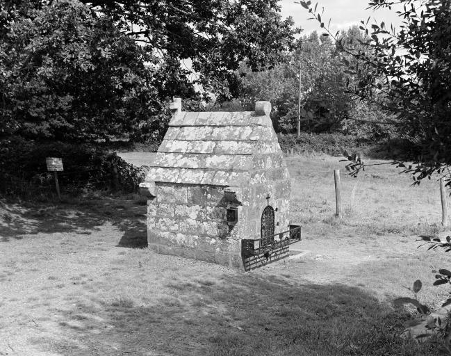 Fontaine de Dévotion Saint Fiacre, sur la route de Saint-Brieuc des Iffs (Les Iffs)