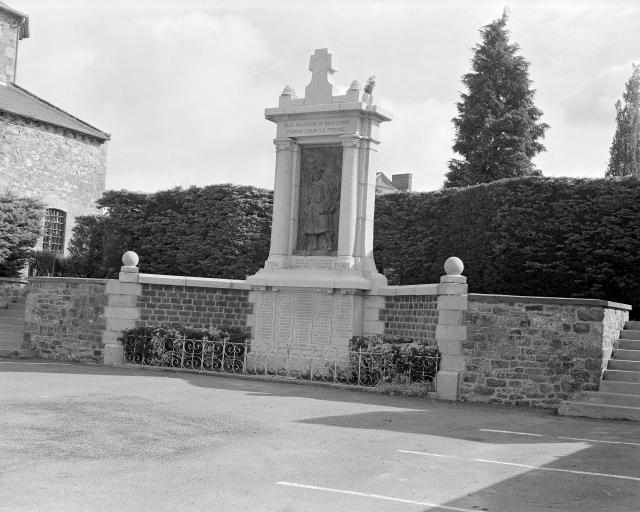 Monument aux Morts (Irodouër)