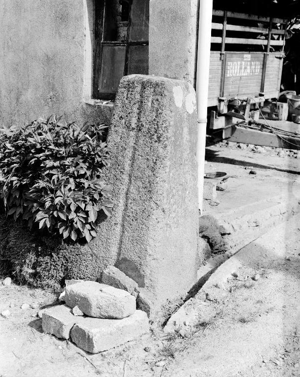 Stèle 1, Lochrist (Plounévez-Lochrist)