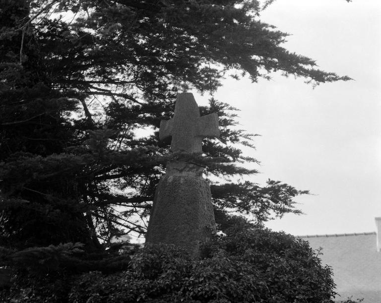 Croix de chemin dite Ar Groaz, Lanzéon (Plounévez-Lochrist)