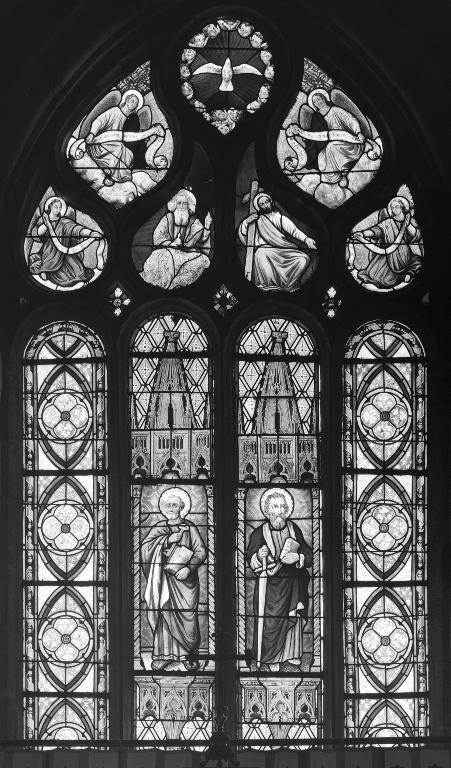 Verrière à personnages de la maîtresse-vitre : Saint Pierre, Saint Paul, église paroissiale Saint-Pierre (Plougar)
