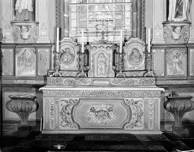 Ensemble du maître-autel : autel, tabernacle, 2 gradins d'autel, église paroissiale Sainte-Édiltrude (Tréflez)
