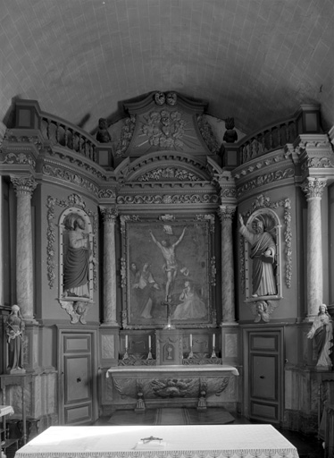 Autel, tabernacle, retable, 2 gradins d'autel (maître-autel, retable à ailes, retable architecturé à niche, tabernacle à ailes), style néo-classique