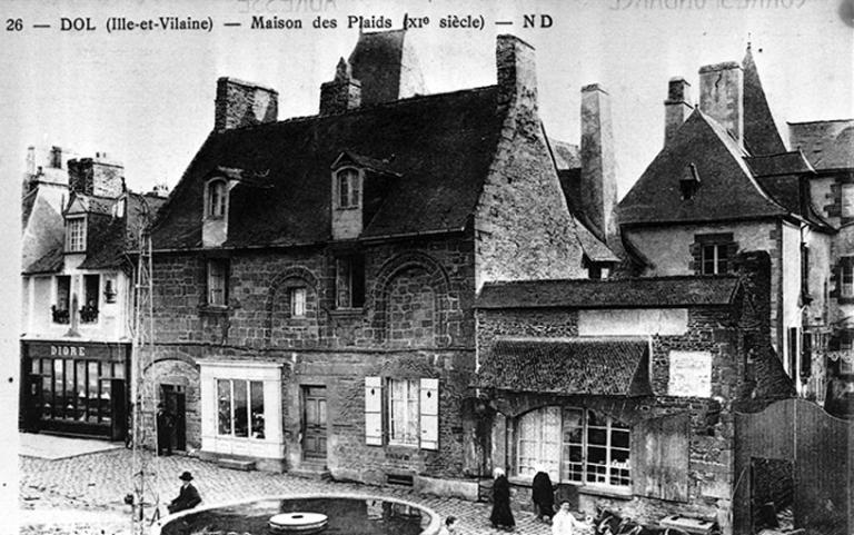 Maison, anciennement dite des Plaids, actuellement dite des Petits Palets, 17 rue Grande-Rue des Stuarts (Dol-de-Bretagne)