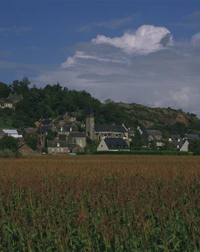 Village du Mont-Dol ; Église paroissiale Saint-Pierre, bourg (Mont-Dol)
