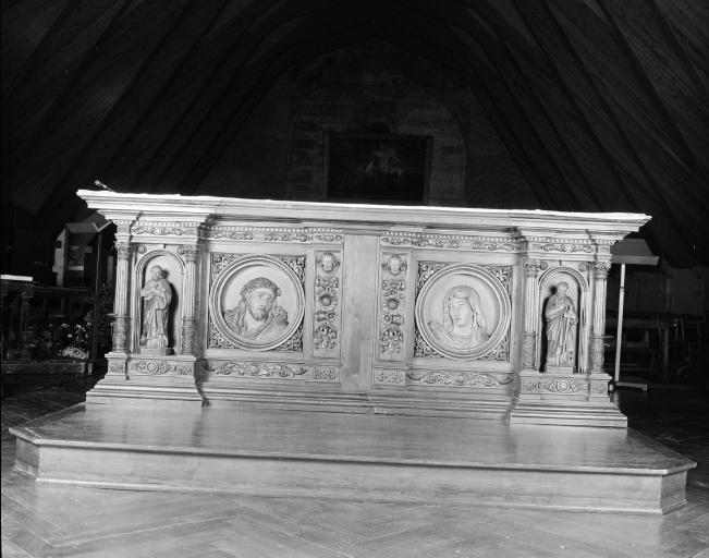 Maître-autel, 4 statues et 2 reliefs