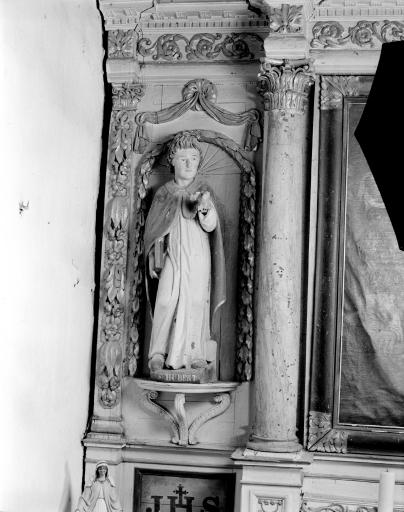 Statues (2): Saint Hubert, Saint Lubin
