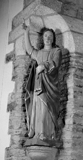 Statue: Saint Jean l'Evangéliste