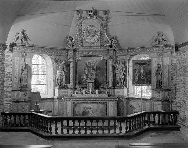 Ensemble du maître-autel: autel, retable ; Le patrimoine mobilier de la chapelle des Saints-Anges