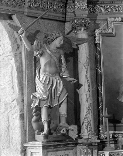 Statues (2): Saint Michel, Saint Gabriel