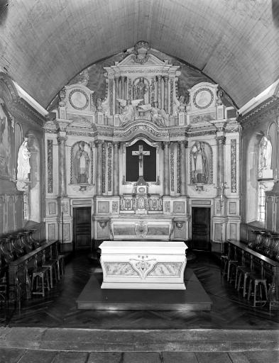 Ensemble du maître-autel ; Le patrimoine mobilier de l'église paroissiale de Saint-Thélo