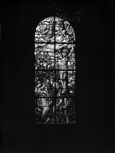 2 verrières (vitrail tableau, rondel) : Crucifixion, Cène (baies 1 et 2)