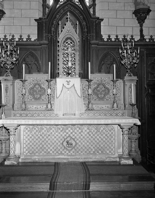 Autel, tabernacle, exposition (maître-autel), Style néo-gothique