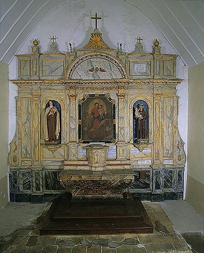 Ensemble de l'autel du Rosaire (autel, 2 gradins, retable, tabernacle, degré)