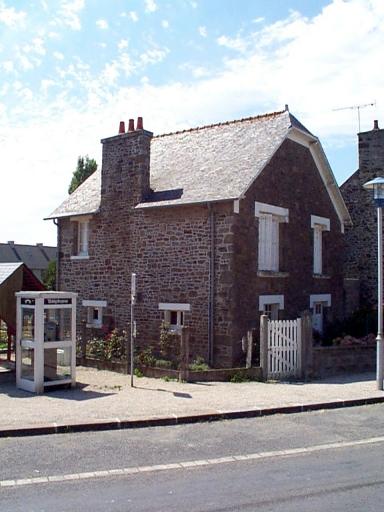 Maison, 2 place de l'Eglise (Cherrueix)