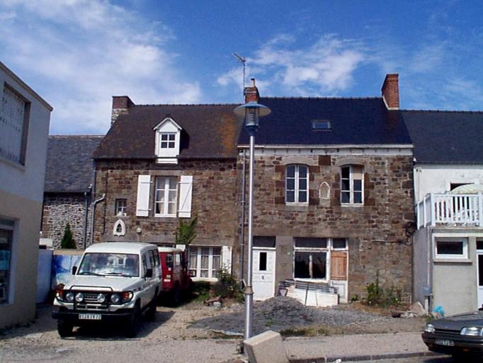 Maison, 10 place de l'Eglise (Cherrueix)