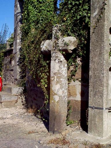 Croix de chemin, chemin du Heron ; R.D. 8 (Baguer-Morvan)