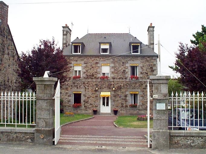 Maison, dite La Salmonière, 40 rue de la Grève (Le Vivier-sur-Mer)