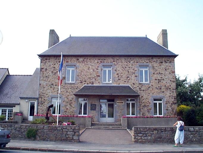 Présentation de la commune du Vivier-sur-Mer ; Maison, 3 rue de la Mairie (Le Vivier-sur-Mer)