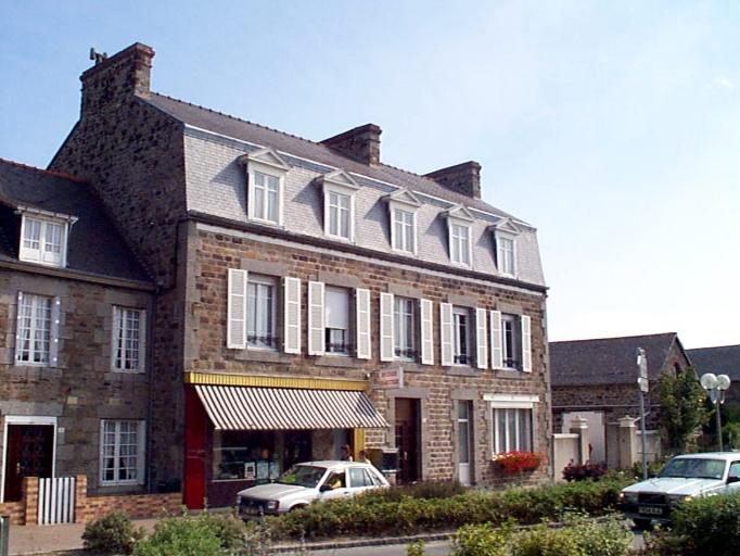 Maison, 2 rond point du Centre (Le Vivier-sur-Mer)