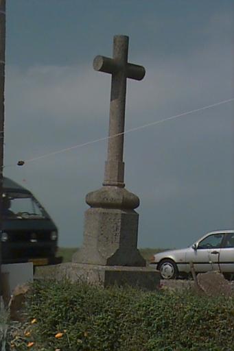 Croix de chemin, rue du Gros-Orme ; rue de la Grève (Le Vivier-sur-Mer)