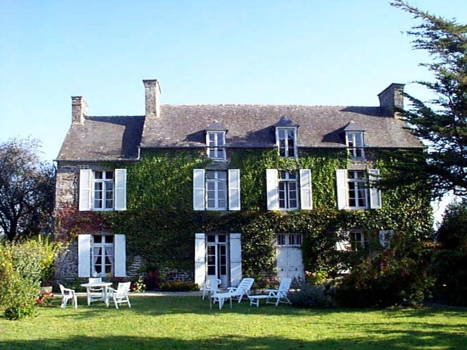 Maison, 2 rue du Prieuré (Roz-Landrieux)