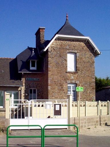 École, 1 rue des Marais ; 2 rue des Masses (Roz-Landrieux)