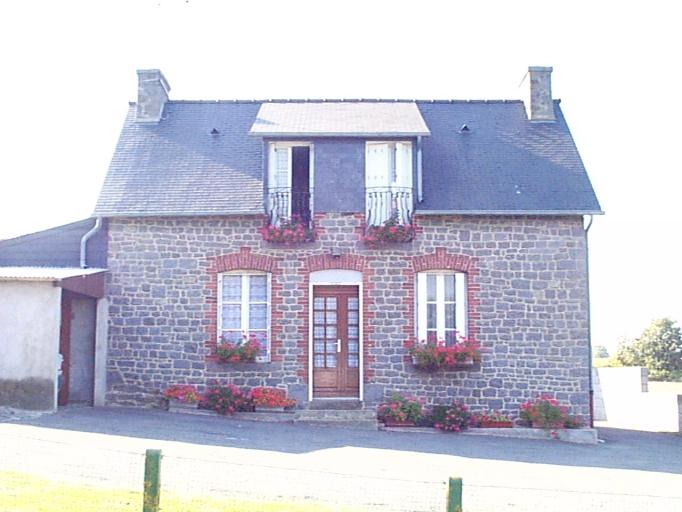 Maison, les Pallières (Roz-Landrieux)