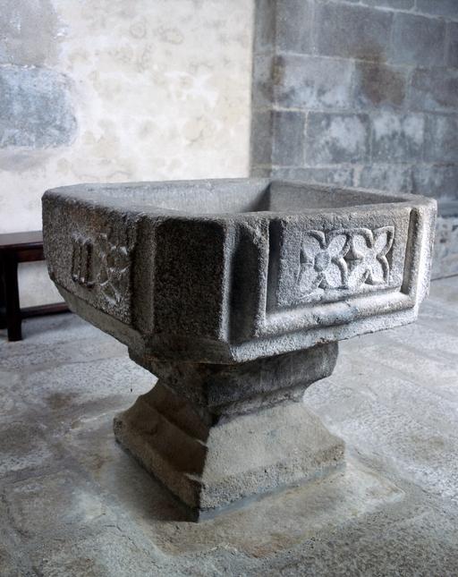 Bénitier-fonts baptismaux
