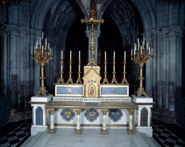 Ensemble du maître-autel (autel, tabernacle, gradin d'autel, 3 degrés d'autel)