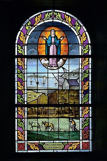 Verrière ex-voto de la baie 3 (verrière figurée): Notre-Dame des laboureurs