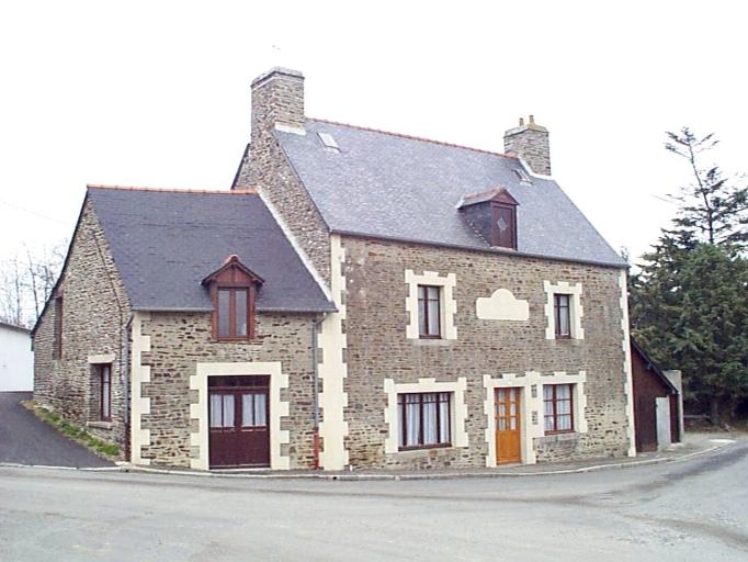Maison, 10 place de l'Eglise (Baguer-Pican)