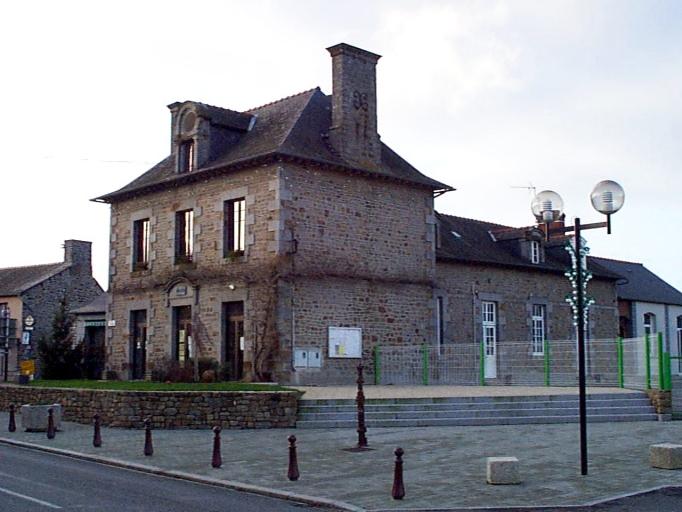 Mairie; école, 21 rue de Paris (Baguer-Pican)