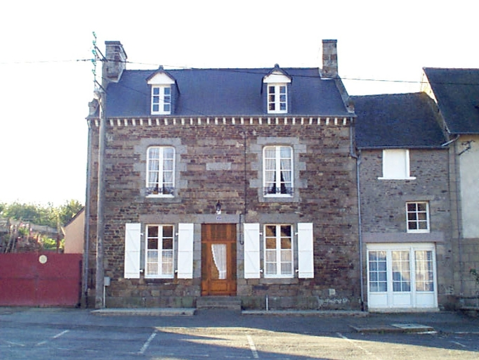 Maison, 2 place de l'Eglise (Epiniac)