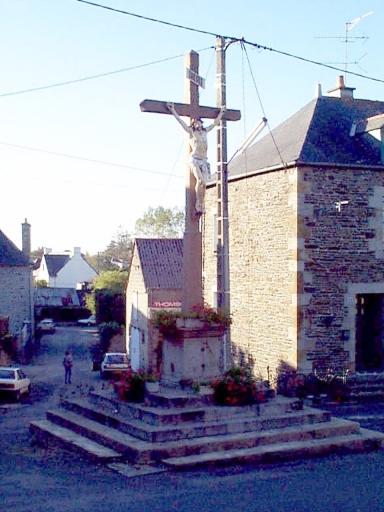 Croix monumentale, rue du Calvaire (Epiniac)