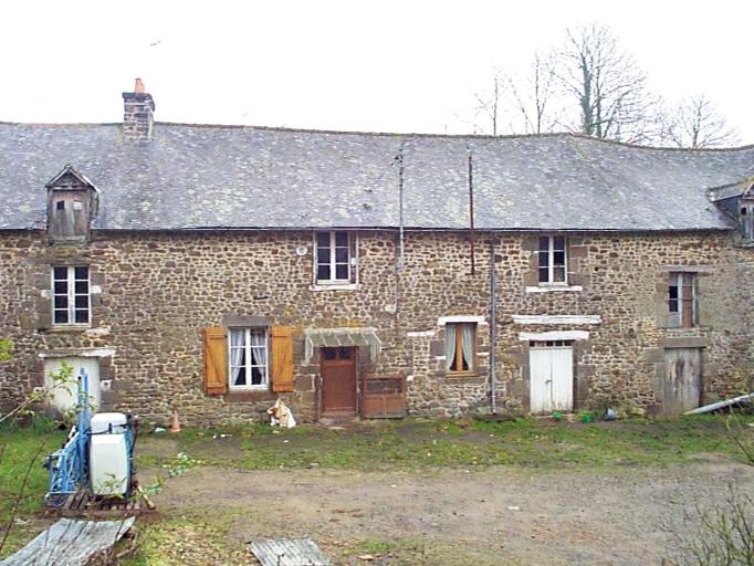 Alignement de maisons, la Bouyère (Epiniac)