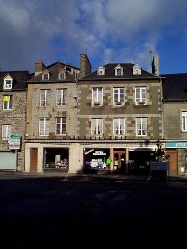Maison, 22 place Toullier (Dol-de-Bretagne) ; Maison, 22 place Toullier (Dol-de-Bretagne)
