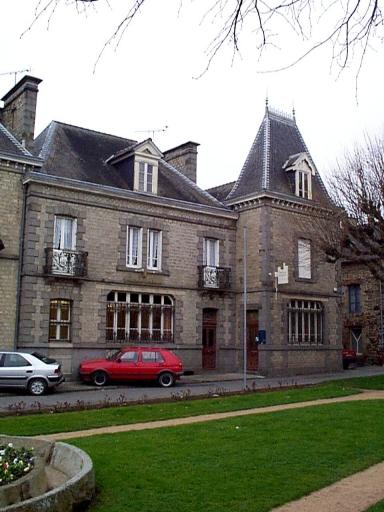 Poste, 1 place du Général de Gaulle (Dol-de-Bretagne)