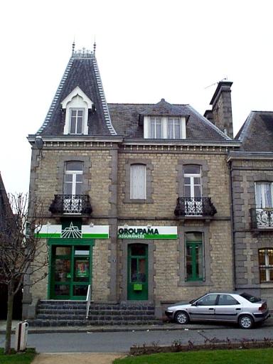 Perception, 2 place du Général de Gaulle (Dol-de-Bretagne)