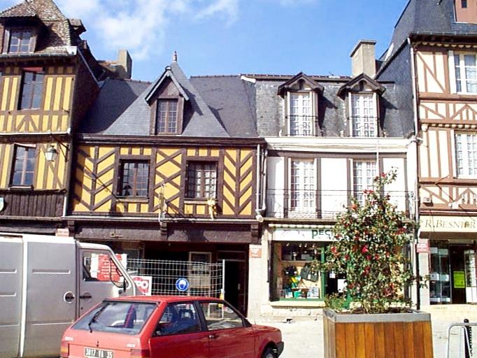 Maison, dite Le Pilier Blanc, 12 rue Grande-Rue des Stuarts (Dol-de-Bretagne) ; Maison, 10 rue Grande-Rue des Stuarts (Dol-de-Bretagne)