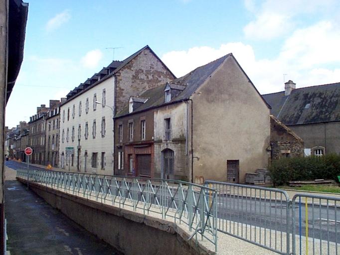 Faubourg de Dinan, dit rue de l'Archevêque, rue de Hercé, actuellement rue des Ponts (Dol-de-Bretagne) ; Hôtel-Dieu; hôpital général, 17 rue des Ponts (Dol-de-Bretagne) ; Couvent d'Hospitalières de Saint-Thomas de Villeuneuve, dit maison de la Retraite, 9 rue des Ponts (Dol-de-Bretagne)