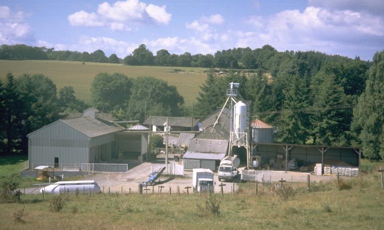 Moulin à farine du Pont, puis minoterie, actuellement usine de produits pour l'alimentation animale (Saint-Marc-sur-Couesnon fusionnée en Rives-du-Couesnon en 2019)