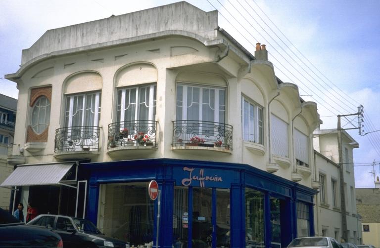 Imprimerie Liorit et Braun, actuellement magasin de commerce, 17 rue de la Paix (Dinard)