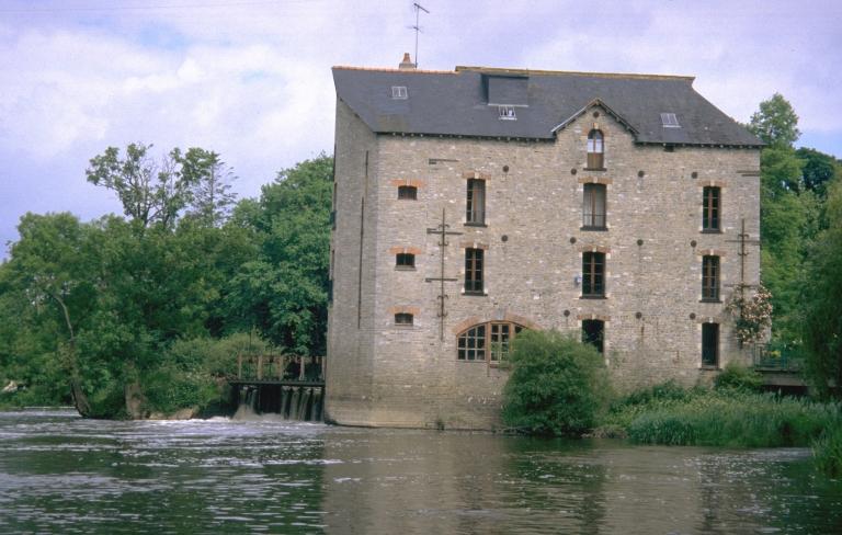 Moulin à farine de Gailieu, puis usine d'engrais, puis minoterie de la Courbe, actuellement maison (Bourg-des-Comptes)