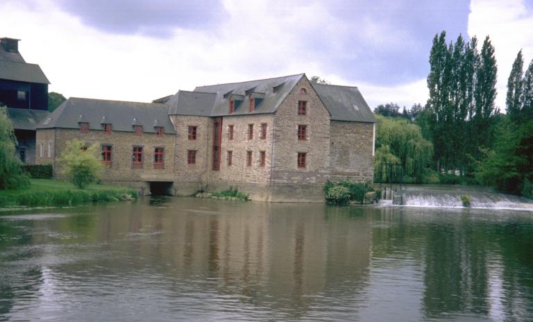 Moulin à blé, puis minoterie dite Grand-Moulin de Pont-Réan, actuellement usine de produits pour l'alimentation animale dite Société d'Exploitation Moulin Jolivet, Pont-Réan (Guichen)