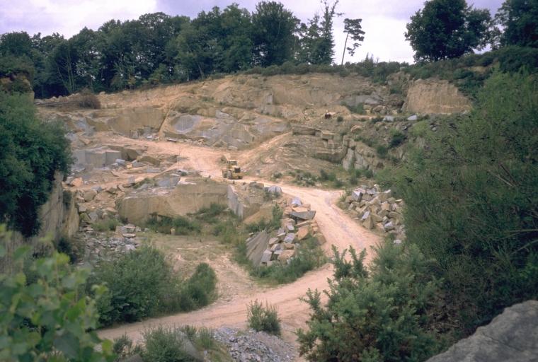 Carrière de granite la Plaisance, puis usine de taille de matériaux de construction (Mellé)