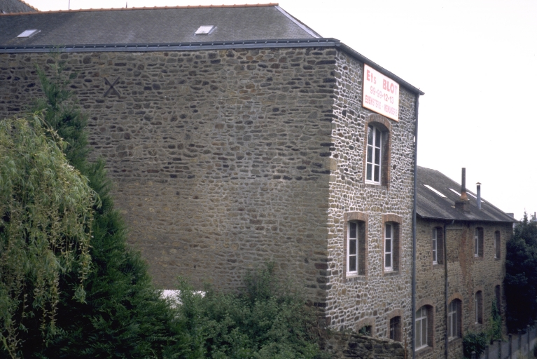 Usine de chaussures Henry Maire, puis Vannier Desvaux et Ségouin, puis F. Martin, actuellement usine de menuiserie Blot, 6 rue Duguesclin (Fougères)