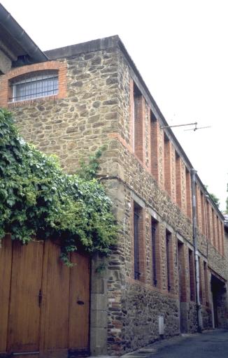 Usine de chaussures Auguste Chantepie Dandin et Grégoire, puis F. Grégoire et Cie, puis Crosnier, puis Crosnier et Cie, actuellement immeuble à logements, 4 impasse Lariboisière (Fougères)
