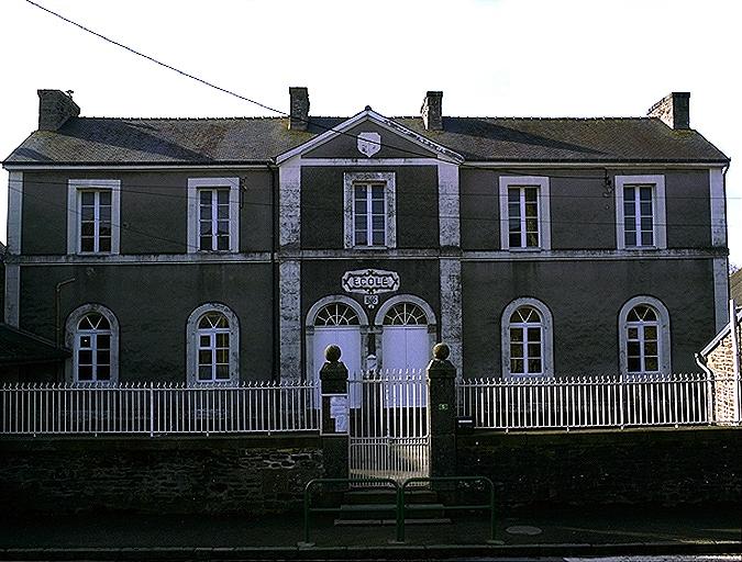 Mairie-école, 5 rue de l'Eglise (Roz-Landrieux) ; Mairie, écoles, monuments aux morts et cimetières sur la commune de Roz-landrieux