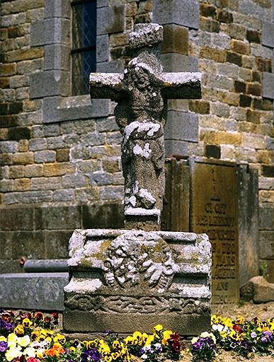Présentation de la commune de Roz-landrieux ; Croix de cimetière, place de l'Eglise (Roz-Landrieux)